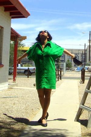 Ray Ban sunglasses - Vintage 1960s Saks dress - Sofft shoes - coach purse - vint