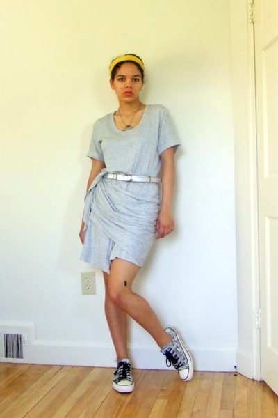gray t-shirt Gap dress - gray chuck taylor Converse shoes