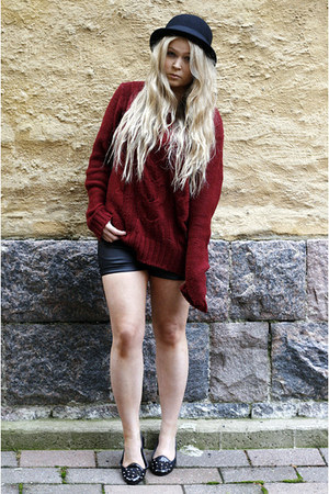 brick red GINA TRICOT sweater - black Monki hat - black leather Bik Bok shorts