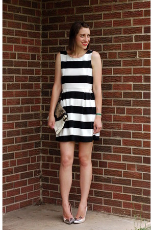 crimson striped Forever 21 dress - neutral cap toe Zara heels