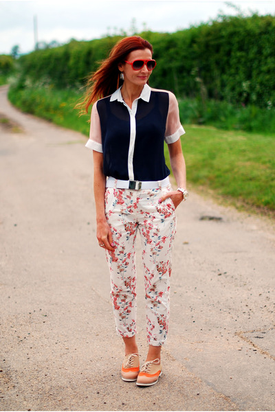 peach floral Marks & Spencer pants - black color block Topshop shirt