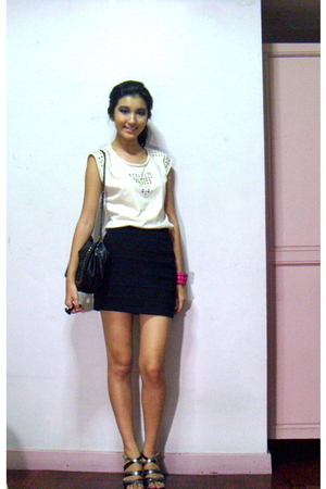 white Zara shirt - black H&M skirt - silver SM shoes - pink Mango bracelet - bla