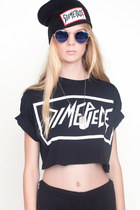 Black-cut-off-crop-t-shirt
