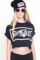 Black-cut-off-crop-t-shirt