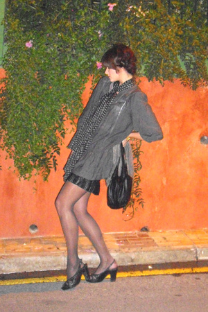 vintage skirt - venetto shoes - vintage scarf