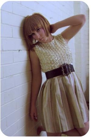 vintage shirt - vintage skirt - vintage belt