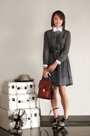 black Oh My Godot Vintage dress - crimson Oh My Godot Vintage bag - gray patent