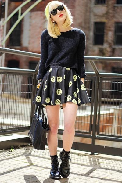 black Sheinside skirt