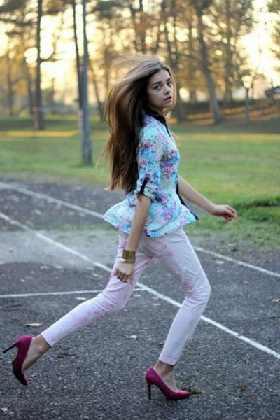 light blue H&M shirt - light pink H&M pants - magenta Bershka heels