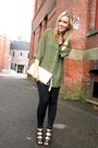 Green-h-m-shirt-black-urban-planet-leggings-beige-costa-blanca-purse-black