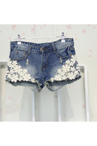 Fashion Flower Lace Spliced Frayed Rivet Denim Shorts