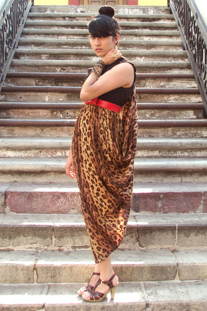 burnt orange leopard print vintage skirt - red leather vintage belt