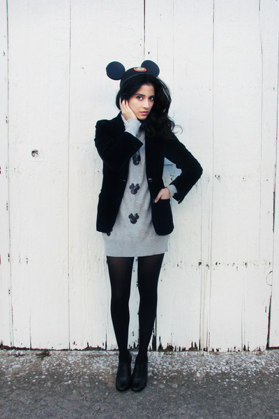 silver unknown sweater - black suede vintage blazer