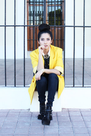 yellow cotton vintage blazer - navy denim Levis jeans