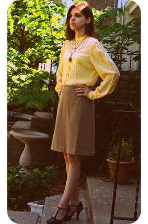 yellow lace you babes blouse - brown t-straps Bongo shoes