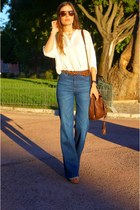 High-waisted, flared jeans