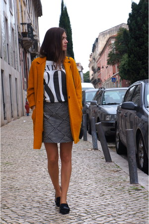 mustard Zara coat - black Bimba & Lola bag - white Zara t-shirt