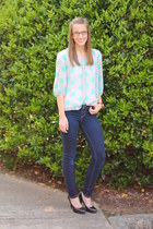 dark wash Ross jeans - dotted Boscovs shirt - black kohls heels