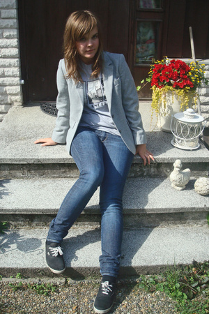 mums old blazer - second hand t-shirt - H&M jeans - H&M shoes