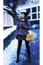 black with pon pon Conte of Florence hat - gray with fluff Stefanel jacket