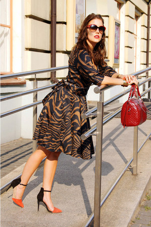 dark brown animal print Zara dress - brick red tote Coccinelle bag