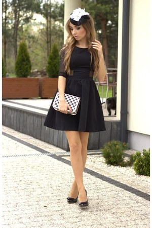black Mohito dress - off white Fleq bag