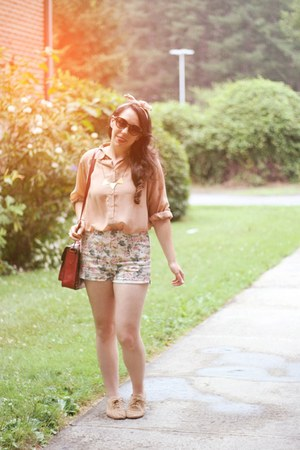 Forever 21 shorts - H&M sunglasses - restricted flats