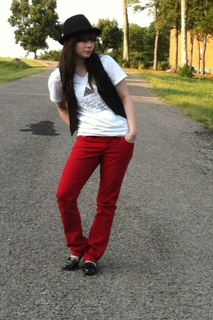white not my idea t-shirt - ruby red jeans - black vest