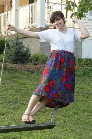 dark green skirt - ruby red skirt - deep purple skirt - white t-shirt