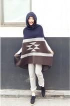 navy Stylenanda cape - black shoes - silver pants