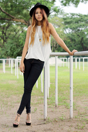 Charles & Keith heels - skinny bench jeans - black Forever 21 hat