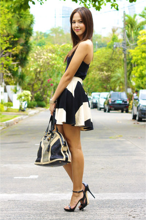 Yves Saint Laurent bag - black Zara heels