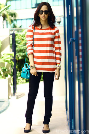 striped Levis top - skinny Levis jeans - Furla bag - Sunpocket sunglasses