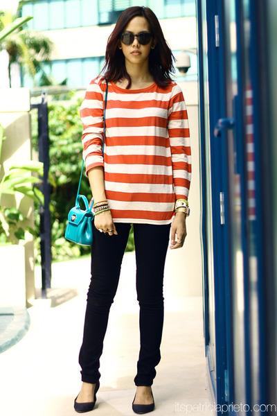 striped Levis top - skinny Levis jeans - Furla bag - Sunpocket sunglasses