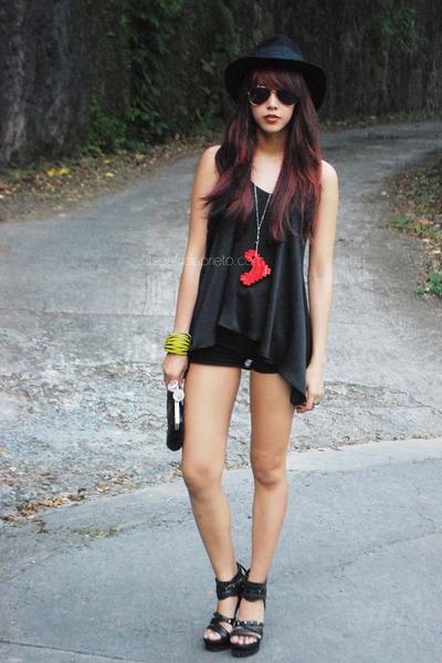 red lego heart BTW necklace - black Forever 21 hat