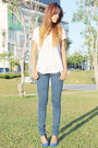White-bench-t-shirt-navy-printed-mango-pants-blue-zara-heels