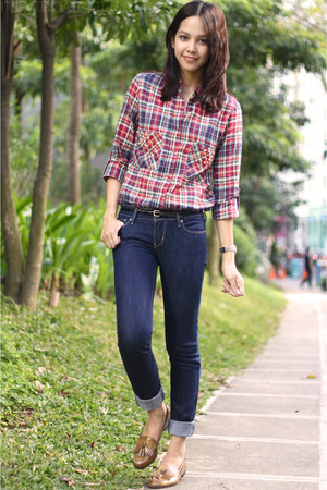 navy skinny Levis jeans - brick red studded STYLE HUNTER top
