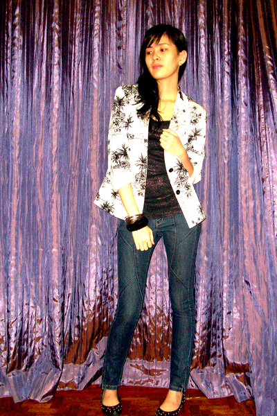 white vintage blazer - black random shoes - blue Mango jeans - black Mango top