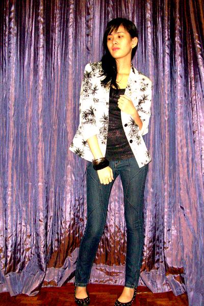 white vintage blazer - black random shoes - blue Mango jeans - black Mango top