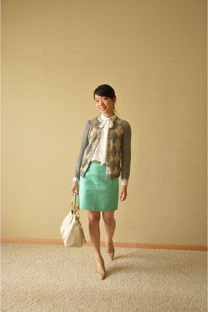 heather gray JCrew cardigan - eggshell coach bag - off white Zara top