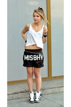 Misbehave shorts - pull&bear top - nike sneakers