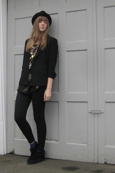 black f21 hat - black 2nd Hand top - black aa leggings - black Minnetonka boots
