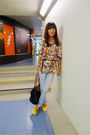 Blue-vintage-thrifted-shirt-gray-tomato-jeans-yellow-greenhills-shoes-blac