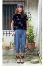 Black-thrifted-top-blue-wagw-pants-black