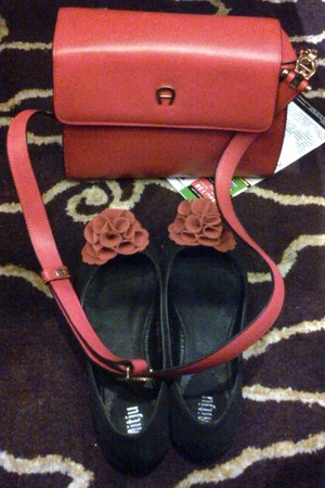 red leather aigner bag - black suede Mitju flats