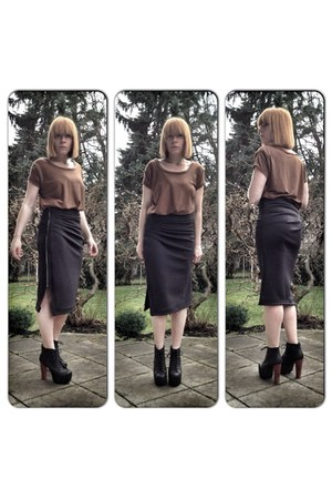 dark gray upper palatinate rocks skirt