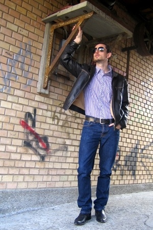 Ray Ban glasses - Abrams jacket - Quiksilver shirt - Levis belt - Nudie Jeans je