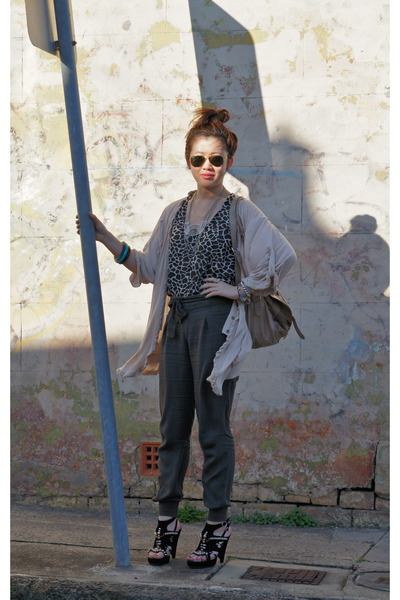 green Sussan pants - black Zoe Wittner shoes - black top - beige cardigan