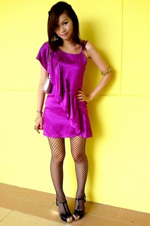 Juliet in Stilettos violet dress - black fishnets - Charles and Keith black and