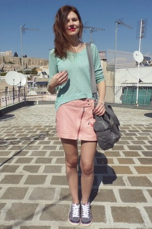 bubble gum KorKor skirt - charcoal gray Bershka bag - aquamarine Bershka blouse